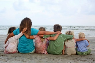 kids-linking-arms-1024x682